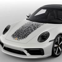 ¿Más personalizado? Imprimir tu huella digital en el cofre de un Porsche 911 te costará 150,000 pesos