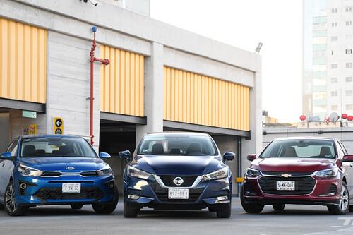Nissan Versa vs. Chevrolet Onix vs. KIA Rio, comparativa: un duelo de best-sellers en México (+ video)