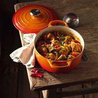 La Cocotte de Le Creuset de 24 cm de diámetro en color naranja está disponible por 137,87 euros en Amazon