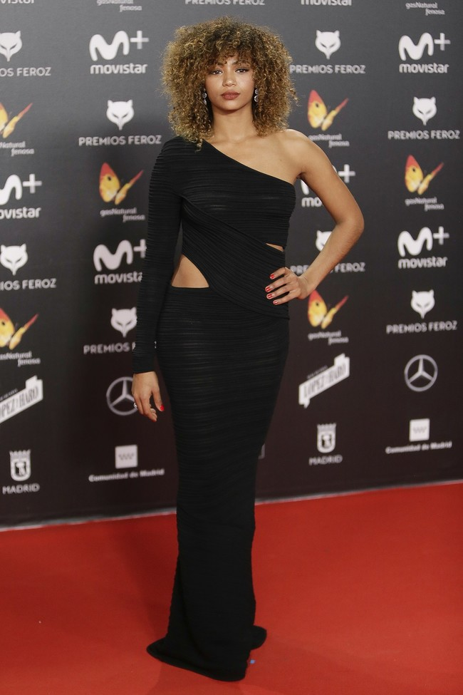 premios feroz alfombra roja look estilismo outfit Berta Vazquez