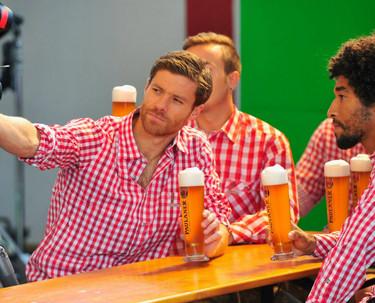 Xabi Alonso vestido de bávaro... sí, incluso así es perfecto