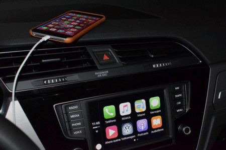 Los grandes llegan al coche: probamos Android Auto y Apple Carplay en el Touran 2016