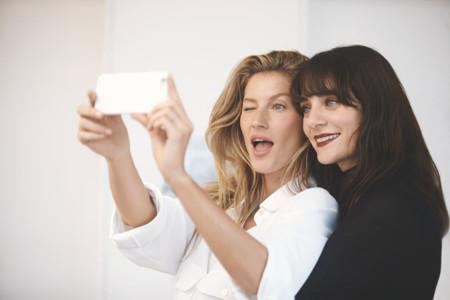 Lucia Pica se reúne con Gisele Bündchen para grabar unos tutoriales de belleza llamados Beauty Talks