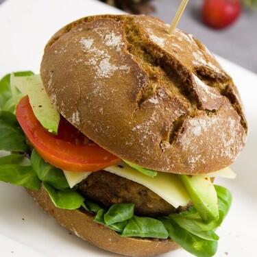 Conoce estas hamburguesas súper saludables de salmón hechas de algas y hongos