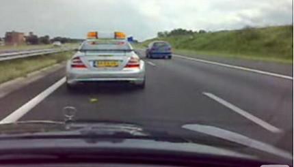 Persiguiendo a un Safety Car Mercedes CLK DTM AMG por la autopista