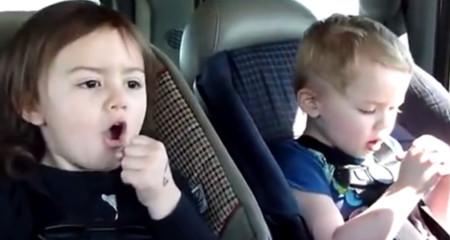 7 vídeos de bebés viajando en coche que te harán reír a carcajadas