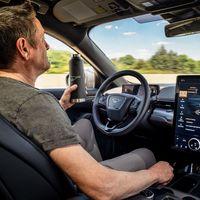 ¡Sin manos! El SUV eléctrico Ford Mustang Mach-e promete conducirse con 'la mirada' gracias al Active Drive Assist