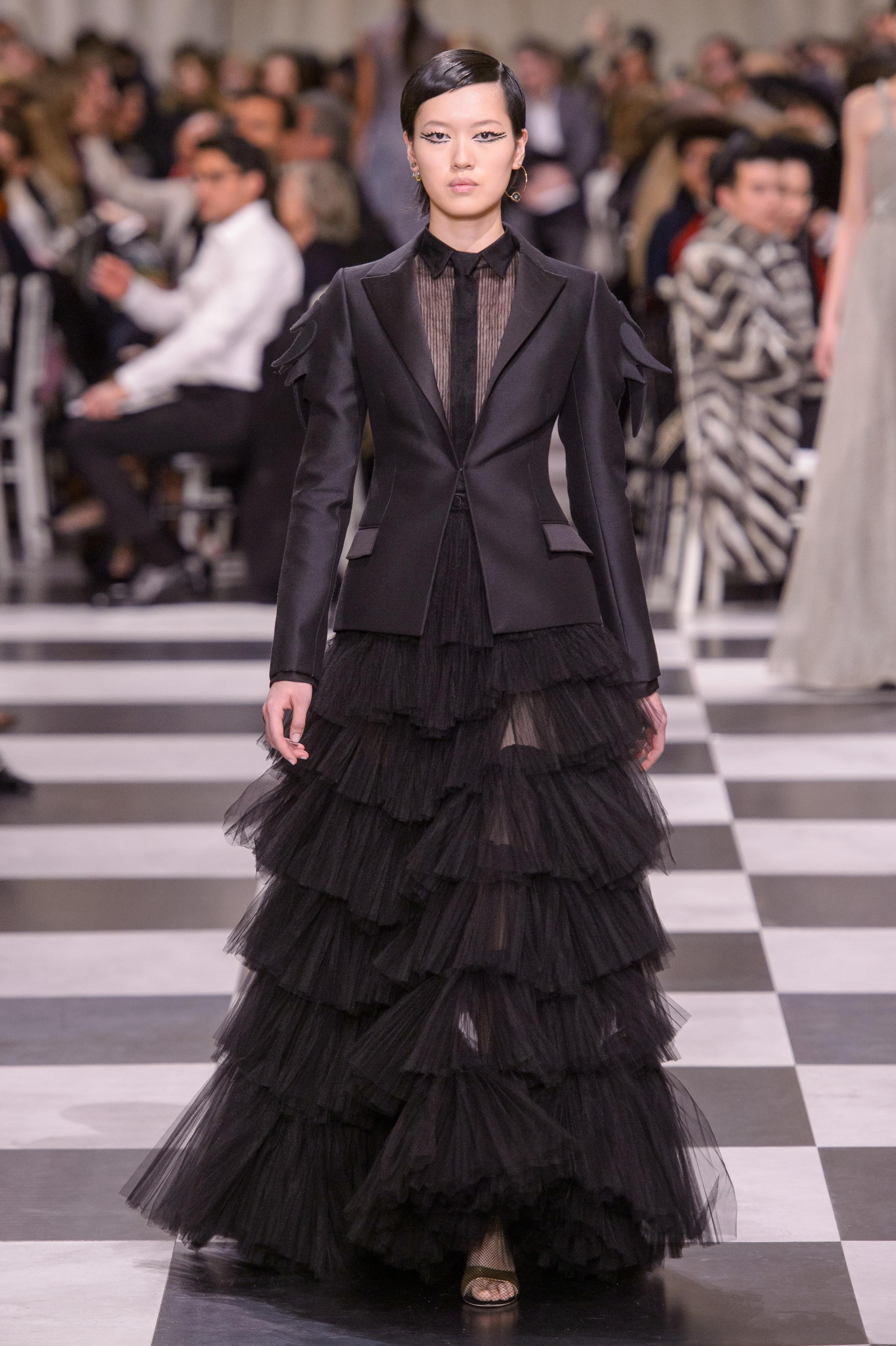 Foto de Dior Alta Costura: Maria Grazia Chiuri y su mágico desfile en blanco y negro Primavera-Verano 2018 (55/74)