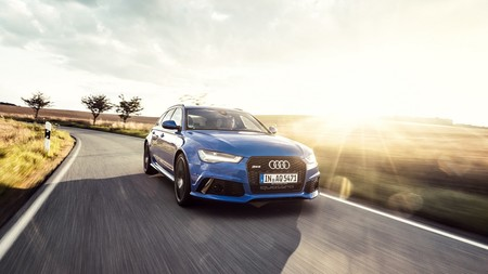 El Audi RS6 Performance Nogaro rinde tributo al RS2 con su color azul y 705 hp