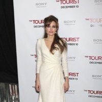 Angelina Jolie fiel a su estilo lady like en la premiere de 'The Tourist' en Nueva York