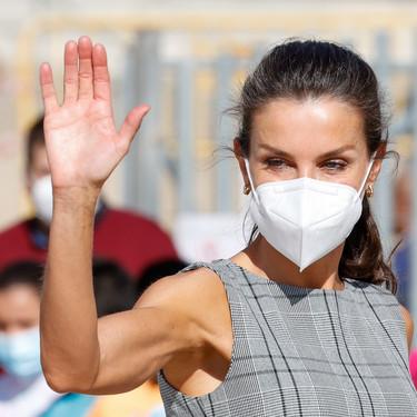 La reina Letizia, finalmente, acude a la apertura del nuevo curso escolar extremando las precauciones con una nueva mascarilla FFP2  y con look de Zara