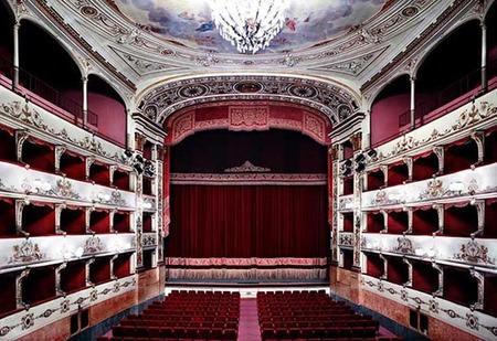 Candida Höfer_Teatro_della_Pergola_Firenze