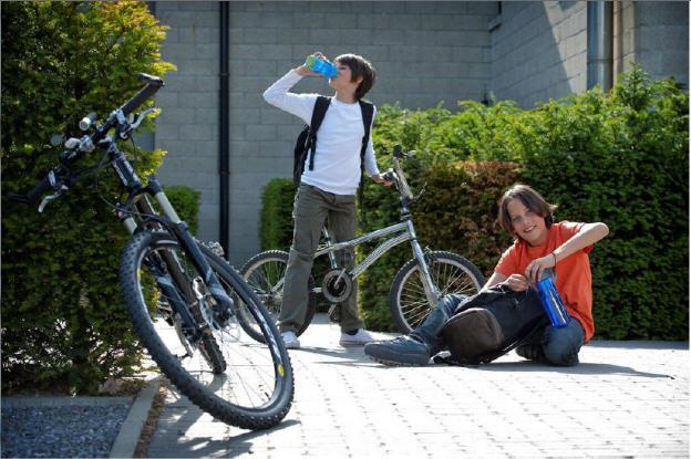 Botellas para niños foto bicicletas