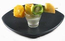 Brocheta de fruta fresca con yogur