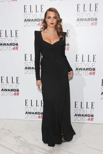Cara Delevingne nos deja boquiabiertas con su sexy melena en los premios Elle Style