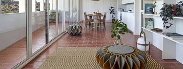 Enclavada en el casco antiguo de Toledo esta casa contemporánea se integra de manera elegante en un entorno histórico