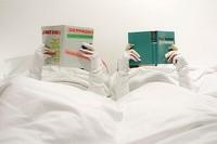 The Sleeved Blanket, un edredón con mangas para leer sin destaparse