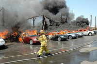 53 coches nuevos quemados en un incendio en Los Ángeles