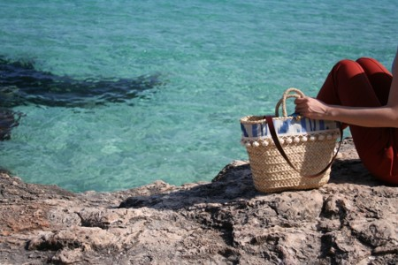 ¿Buscas un capazo de playa original? Ficha estas marcas españolas