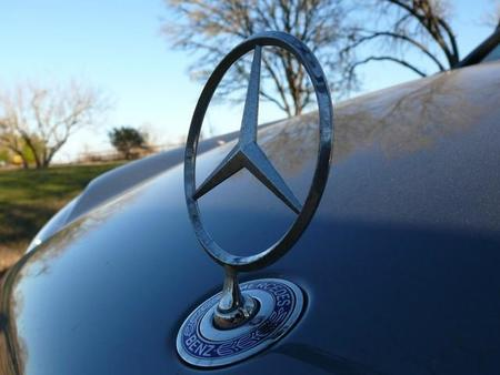 Mercedes-Benz venderá sus coches por Internet