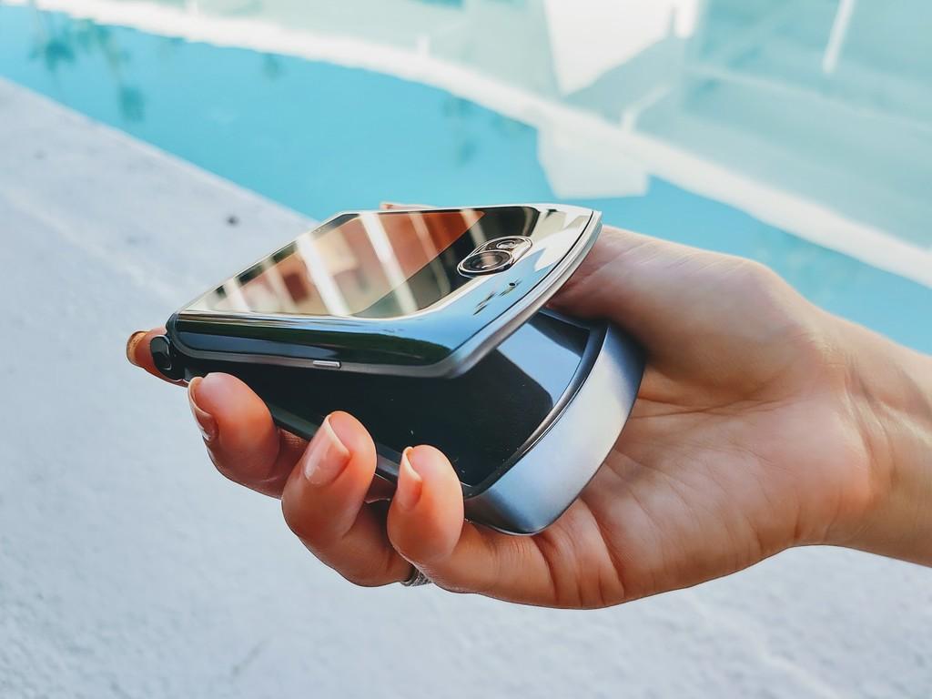 Guerra de plegables: Motorola™ RAZR 5G vs Samsung™ Galaxy™ Z Fold dos vs Huawei™ Mate XS vs Samsung™ Galaxy™ Z Flip