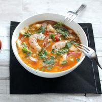 Ceviche de merluza, langostinos y mandarina, receta ligera para una cena sorprendente