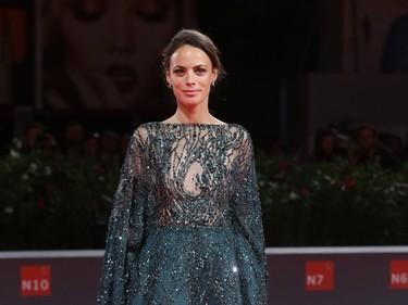 Bérénice Bejo y el extraño vestido de Zuhair Murad que la dejaba sin brazos