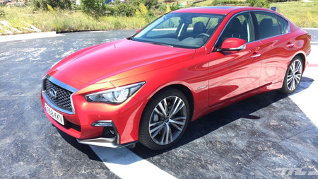 Infiniti Q50S lateral