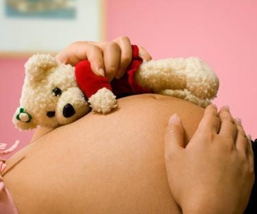 Recurre al crowdfunding para costearse un parto en casa
