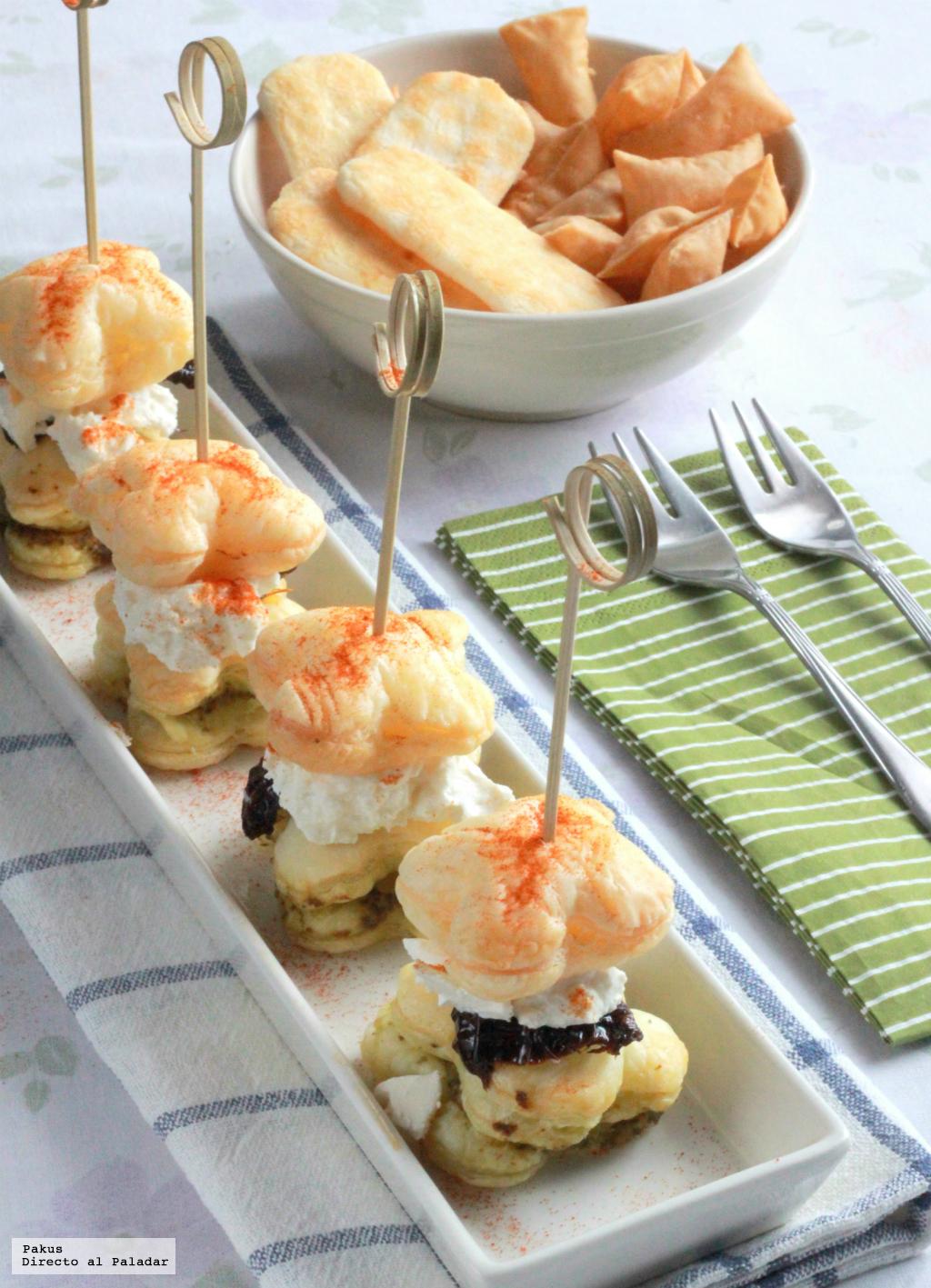Bocaditos de hojaldre al pesto con queso de cabra y tomate seco una receta de aperitivo de cine - Platos faciles de hacer ...