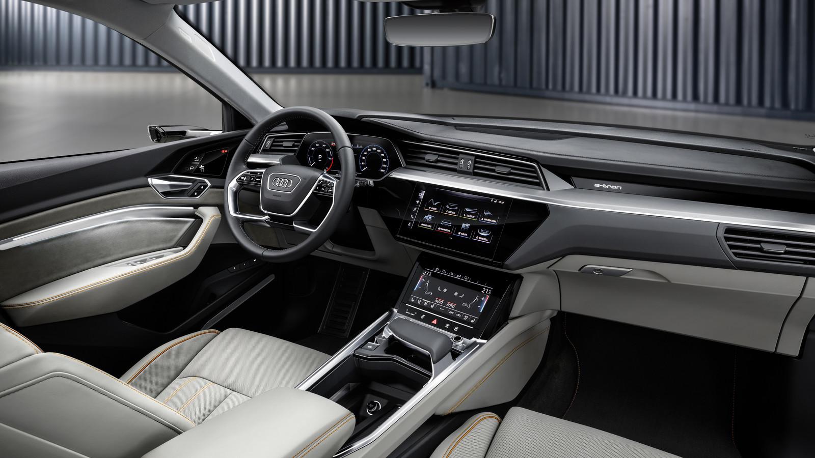 Foto de Audi e-tron (23/37)
