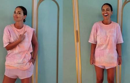 Hemos encontrado la camiseta tie-dye de Bershka que lleva Paula Echevarría (y siete modelos más por si el rosa no es lo tuyo)