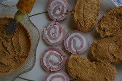 Paté de mejillones y rollitos de jamón york y queso, ideales para salir del paso