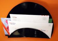 Hazlo tú mismo: Organizador de correo con tus viejos vinilos
