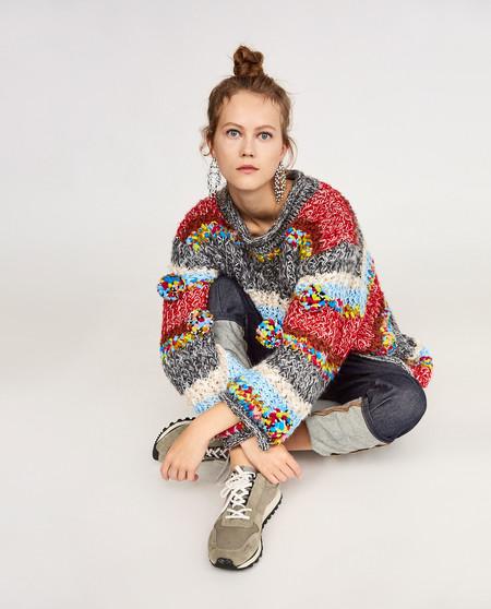 La locura de los jerséis oversize y multicolor llega a Zara. ¿Preparadas para ir a la nieve llamando la atención?