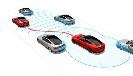 El Autopilot de Tesla ya no necesitará la confirmación del conductor para cambiar de carril