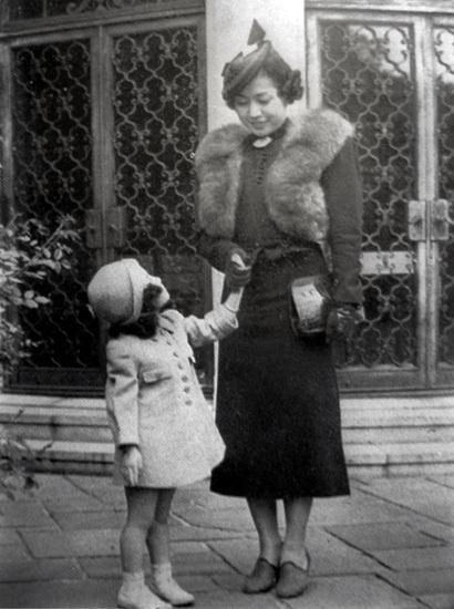 Yoko Ono dia de la madre