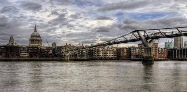 """El Millenium Bridge o Puente del Milenio en Londres: ¿por qué fue conocido como """"puente del tembleque""""?"""