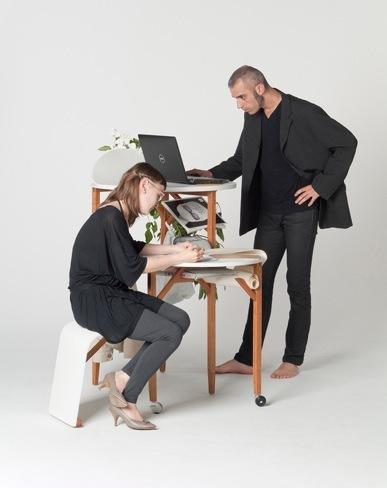 Foto de Una mesa de trabajo en tres alturas (1/3)