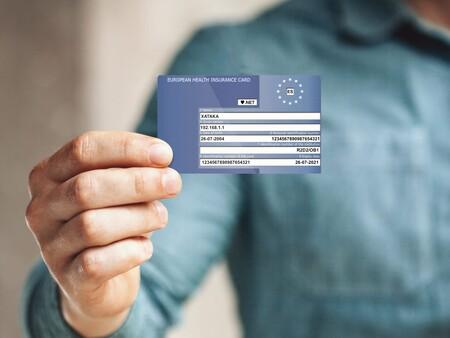 Fui a pedir la tarjeta sanitaria europea y pagué 59 euros al caer en una web privada por un trámite que el Ministerio ofrece gratis