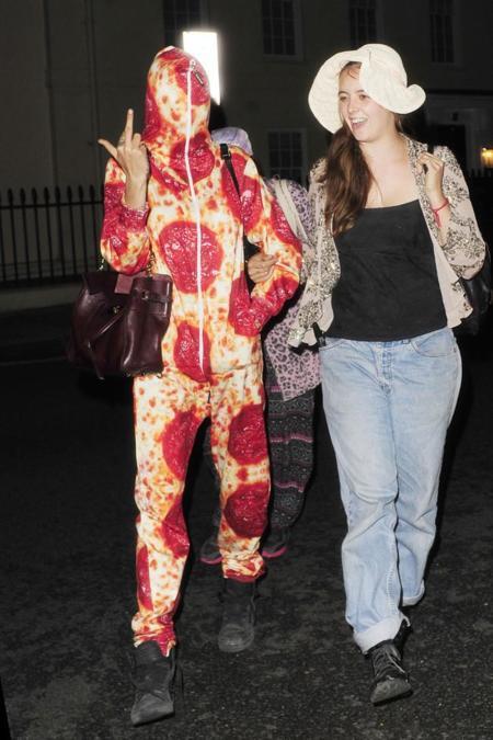 ¡Vístete de pizza gigante! La nueva tendencia de Cara Delevingne y Katy Perry