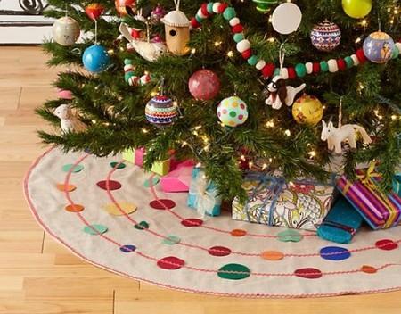 Una falda de lunares es el complemento perfecto para tu árbol de Navidad