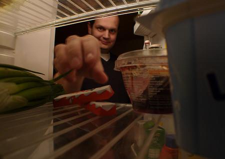 ¿Asaltas el refrigerador por la noche? Puede ser culpa del cerebro