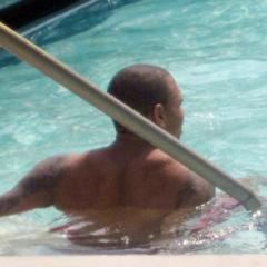 Foto 3 de 7 de la galería rihanna-en-la-piscina en Poprosa