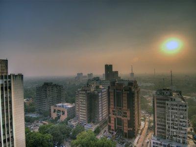 Crisis con la contaminación en Delhi: los niveles de PM2,5 superan en 15 veces el recomendado