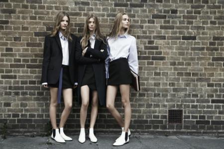 Pasen los zapatos y las sandalias blancas... ¡¿pero los botines Chelsea?!