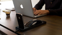 Moshi Moshi Curve, base de carga para iPhone con teléfono incorporado