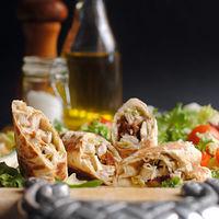Rollitos de pollo y salsa de anchoas: receta fácil, rápida y divertida