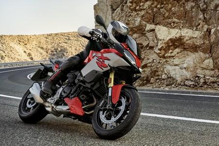 ¡Hola, BMW F 900 XR! Una agresiva moto trail media de 105 CV, cargada de tecnología y limitable para el A2