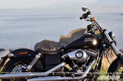 Harley Davidson DYNA Street Bob, prueba (conducción en autopista)